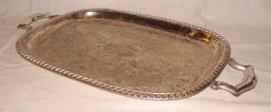 Plateau en métal argenté gravé